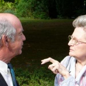 M. Roland Heyen, President - fondateur de Patrimoine Nature Malmedy, avec Mme Vin, veuve du mecene