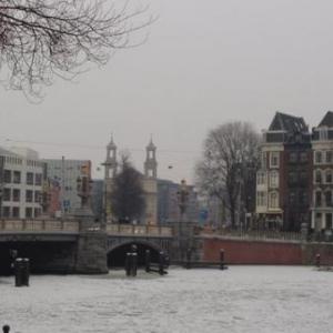 Amsterdam, la Venise du Nord, semble sortir tout droit du XVIIe siècle