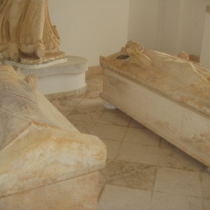 carthage - musee - deux sarcophages