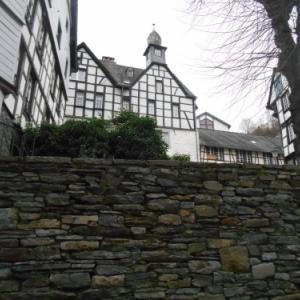 Montjoie, mur a pierres seches