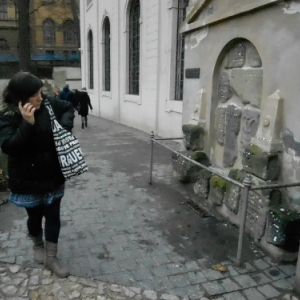 quartier juif on glisse un papier avec sa demande