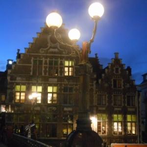 Un château dans la ville, visitez Gand!