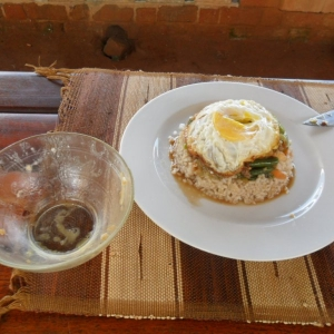 Un plat malgache. Ceci n'est pas une circoncision. Voir notre article: le bol de riz retourne.
