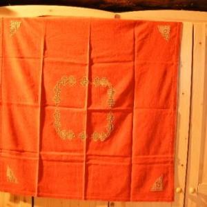 48. nappe 1x1m, avec 4 serviettes, broderie masloul (32 euros)
