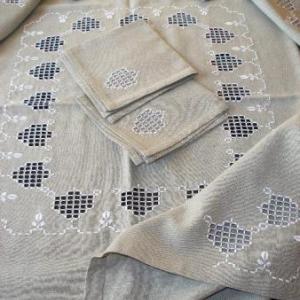 7. nappe, broderie masloul, de Tibhirine: 1x1m, avec 4 serviettes(32 euros)