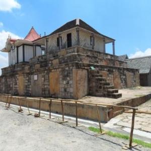 La sepulture des souverains malgaches.
