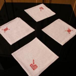 34. serviettes avec broderie masloul (2 euros chacune)