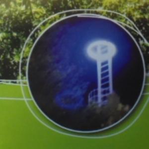 Au sommet du Rocher Kerger, il y a +/- 10 ans, un neon bleu eclairait le ciel de Houffalize.