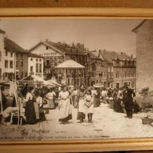 Houffalize: la foire, il y a environ 100 ans. Ici, place Roi Albert. La foire Ste-Catherine se tient aujourd'hui dans le bas de la ville.