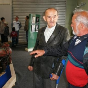 A gauche, Pol Georges, l'ancien patron revenu en visite