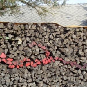 Cordes de bois de chauffage, tournant de la route de Lg vers Taverneux.