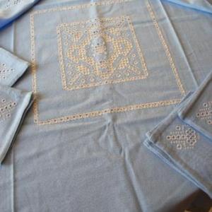 6. nappe, broderie masloul, de Tibhirine: 1x1m, avec 4 serviettes(32 euros)