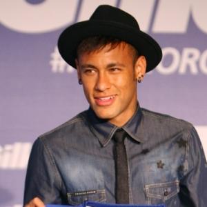 Neymar qui est, comme chacun sait, un footballeur.