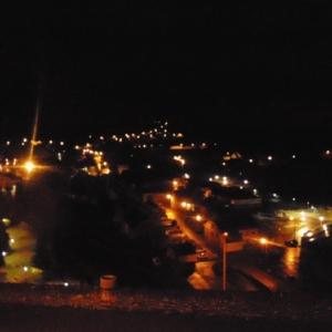 """Le """"trou noir"""". L'etoile mysterieuse, dans le fond, a gauche: l'illumination du pont Porte a l'eau."""