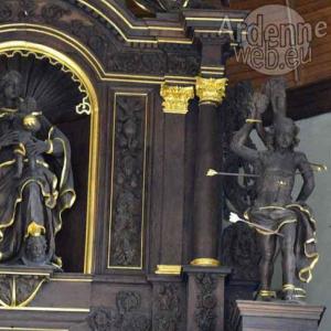 La partie superieure droite (epitre) de l'autel actuel - La Vierge et Sebastien - Ph. J.M. Lesage.