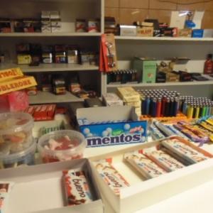 La night boutique: rayon bonbons et chocolats. Cheap cheap