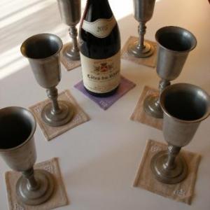 9. pour chevaliers de la Table ronde: 1 euro chaque sou-verre, broderie masloul (6 pour 5 euros)