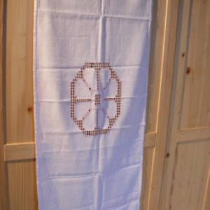 26. chemin de table, ou double set, broderie masloul, de Tibhirine (18 euros)