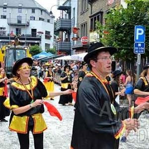 Houffalize, rue du Pont, un jour de carnaval. Image ardenneweb