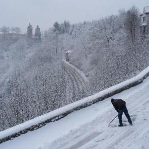 L'ancetre du chasse-neige, c'etait la raclette, une invention savoyarde.