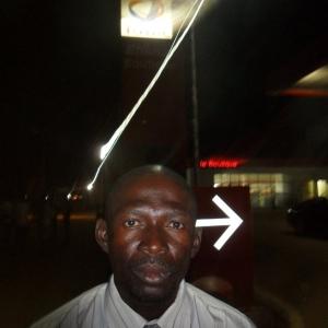 Fabrice, de nuit, espace des pompes Total