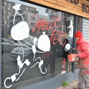 peinture de Noël sur vitrine au rouleau par Jean-Marie Lesage
