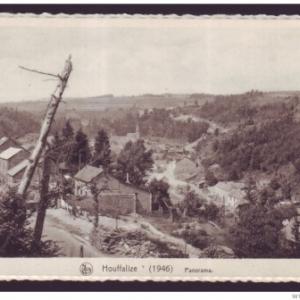 Au fond au centre, le clocher, intact au milieu des ruiens de l'Offensive.