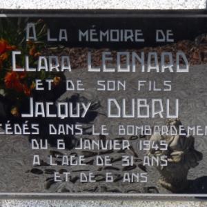 Houffalize. Victimes bombardements du 6 janvier 1945. Pierre tombale.