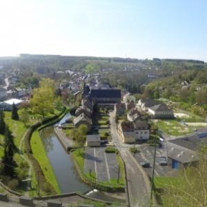 Eglise au milieu de Houffalize, qui n'est pas un  village!