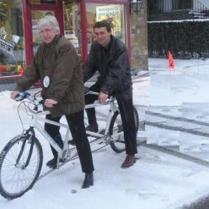 Ici, Armel Job en tandem avec l'autre directeur de l'INDSE, Laurel (nom d'emprunt): ce dernier fut-il mis dans la confidence?  La neige est blanche, mais tout n'est pas clair pour autant...