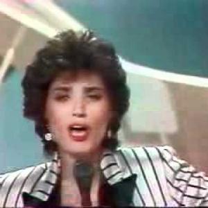 Linda de Suza, d'origine portugaise, vedette de la chanson il y a +/- 30 ans (la valise en carton)