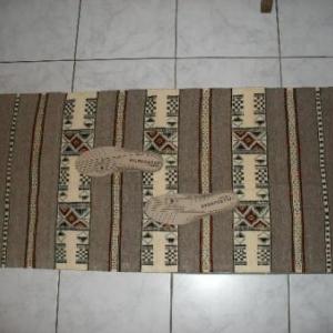 47. joli tapis de sol, tissage d'El Golea (Grand sud) attend vos petits petons au saut du lit (32 euros)