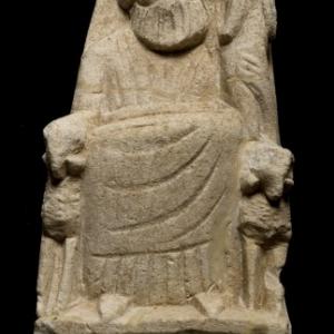 Beeldje van Baäl-Ammon. Nicosia, Agios Georgios. Klassieke periode. Kalksteen. H. 15 cm. B. 9 cm. Inv. : Ag. Georgios 2004/68. Museum van Cyprus, Nicosia. © Departement van Oudheden.