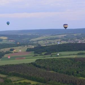 vers lesterny en montgolfiere