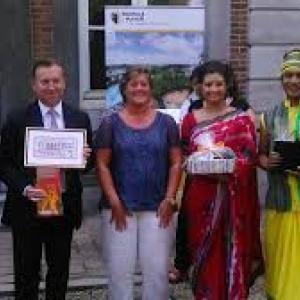 """Au """"Palais Provincial"""", avec G. Lazaron, Deputee Provinciale, et D. Mathen, Gouverneur de la Province de Namur"""
