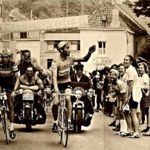 """Eddy dans les rues de Woluwe-Saint-Pierre, il y a 50 ans, avec son premier """"Maillot Jaune"""""""