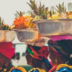 Carthagene des Indes, ses tenues traditionnelles et ses fruits tropicaux