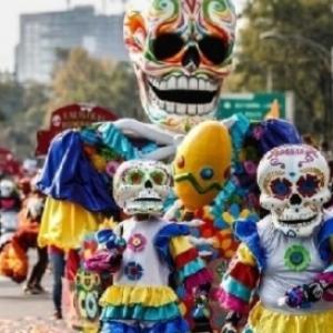 Dans le Centre de Lille, la Parade du samedi 04 mai, a l image de ses consoeurs mexicaines