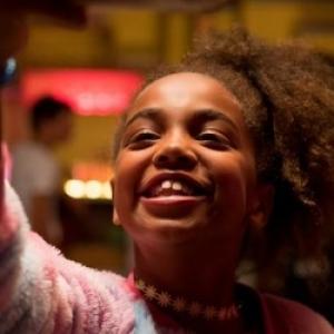 "Nommee : Bebel Tshiani Baloji , dans ""Binti"" (Frederike Migom), film laureat de l Ensor du meilleur Film pour Jeunes"""