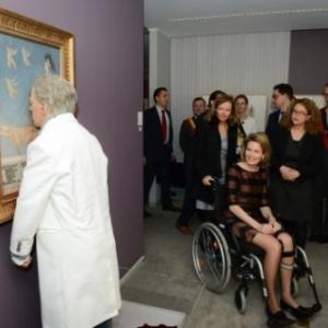 """Au """"Musee Felicien Rops"""", """"Rops-Fabre Facing Time"""", la Reine Mathilde devant une oeuvre de Jan Fabre"""
