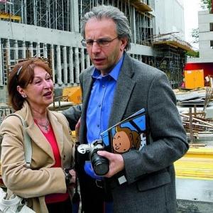 """Fanny et Nick Rodwell devant le """"Musee Herge"""", en construction (c) """"Le Soir"""""""