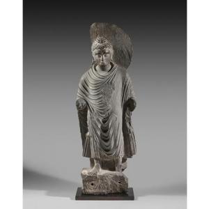 """L une des nombreuses statues du Bouddha, presentees par la (c) """"Galerie Christophe Hioco"""""""