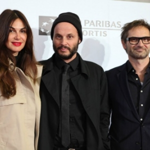 "Fabrice du Welz, entoure d Helena Noguerra et Bart Van Landendonck, en 2015, aux ""Ensor"", a Ostende (c) ""KVdm-Cinevox"""