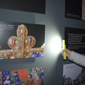"""Avec une lampe de poche, en pyjamas, visite du """"Centre du Visiteur"""" de la (c) """"Citadelle de Namur"""""""