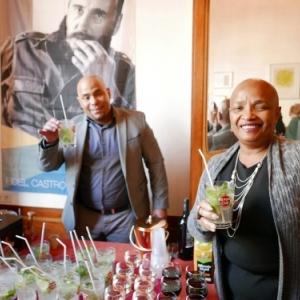 """Degusation d une """"Mojito"""", avec Son Excellence Norma Goicochea Estenoz, Ambassadeur de Cuba"""