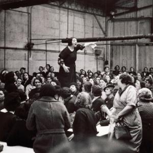 """""""Prise de parole aux usines Citroen""""/1938 (c) Willy Ronis/""""Centre Pompidou"""""""