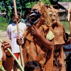 Masques lies a la nature et aux esprits. Tous droits reserves