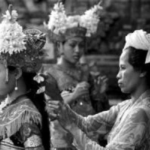 """1969/Denpasar/Avant la Danse Legong (c) Burt Glinn/""""Magnum"""""""