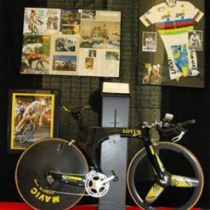Velo sophistique et maillot de Champion du Monde sur Piste de Chris Boardman