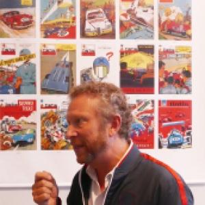 """Devant des couvertures du """"Journal de """"Tintin"""", signees Jean Graton (c) """"Herge-Moulinsart"""" 2020"""